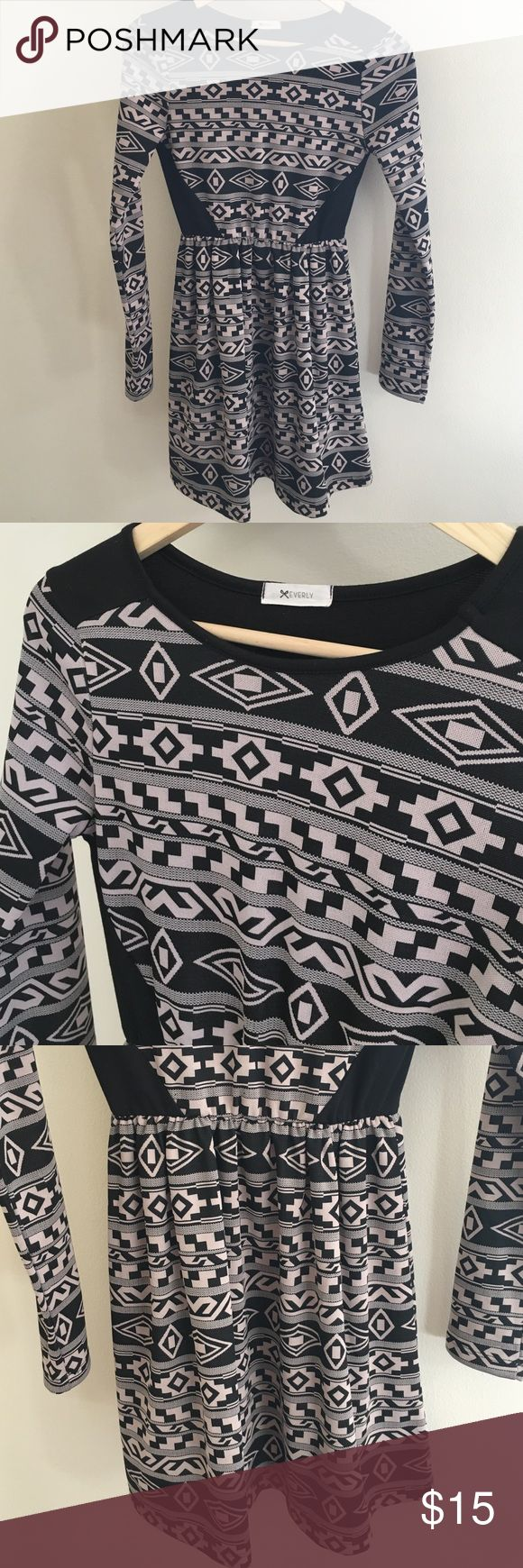 🎀 Everly Aztec dress Everly Aztec print, long sleeve dress. Comfy stretchy material. Worn once Everly Dresses Long Sleeve