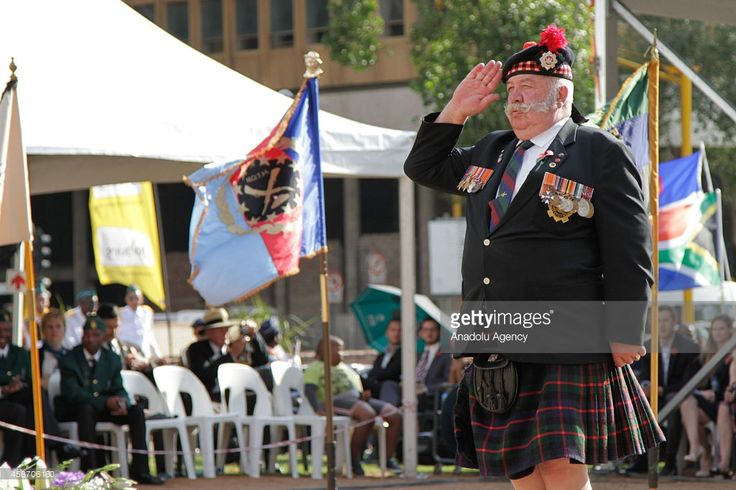 A veteran of the South African Defence Force (SANDF) attend the remembrance day at the Cenotaph to commemorate the lives lost during the the World Wars I and II, and the other wars, in central Johannesburg, South Africa, 09 November 2014.