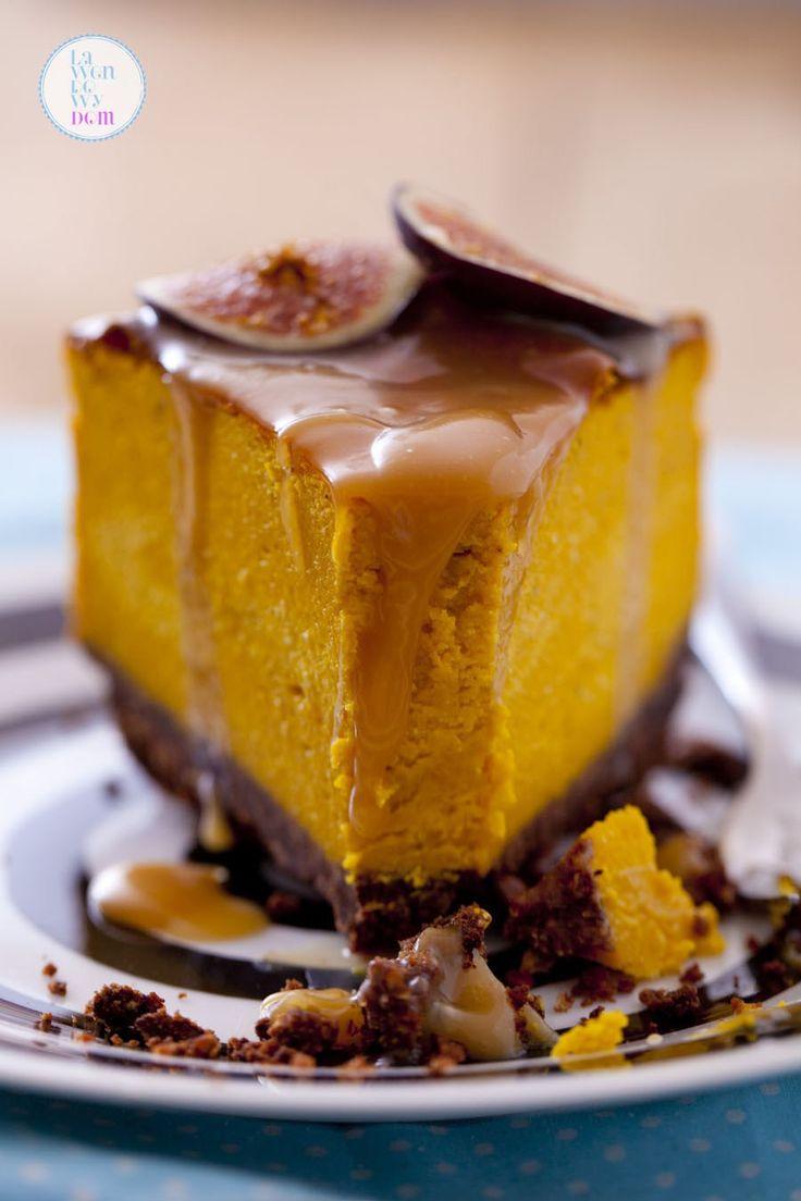 Panie i Panowie, złoty medal za prezencję i smak oraz sprzyjające okoliczności przyrody otrzymuje w kategorii jesiennych wypieków sernik z dyni! Bardzo prosty przepis i zachwycający efekt czynią z …
