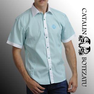 O cămaşă cu mânecă scurtă perfectă pentru o ţinută lejeră de vară, mereu la modă.