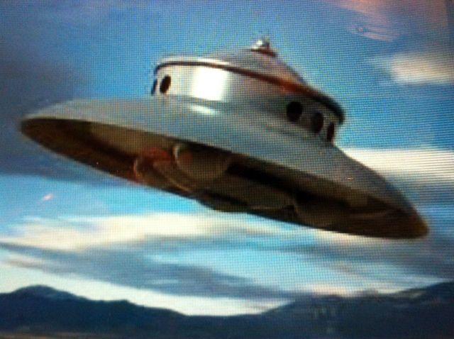 essay on aliens landing on earth