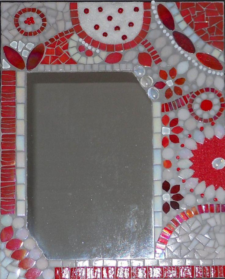 Miroir bleu et blanc mosaique de pate de verre billes for Miroir mosaique
