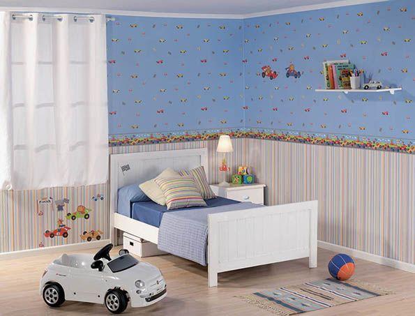 Pokój dziecięcy w tapetach ściennych.
