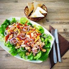 Овощной салат с филе селёдки