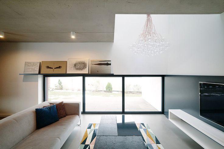 Nowoczesny salon, minimalistyczny salon, wypoczynek. Zobacz więcej na: https://www.homify.pl/katalogi-inspiracji/24768/homify-360-naturalne-i-minimalistyczne-wnetrza-domu-spod-lodzi