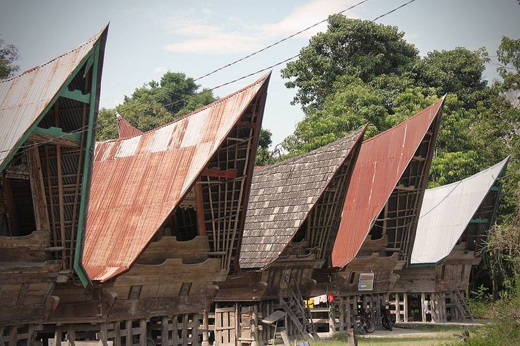 Originally, the roof of traditional batak houses is made of palm fibers. Since palm fibers are hard to find, nowadays these traditional houses uses iron sheeting.