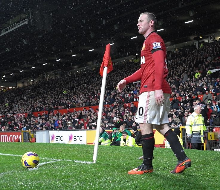 @manutd striker Wayne Rooney prepares to take a corner kick at Old Trafford.