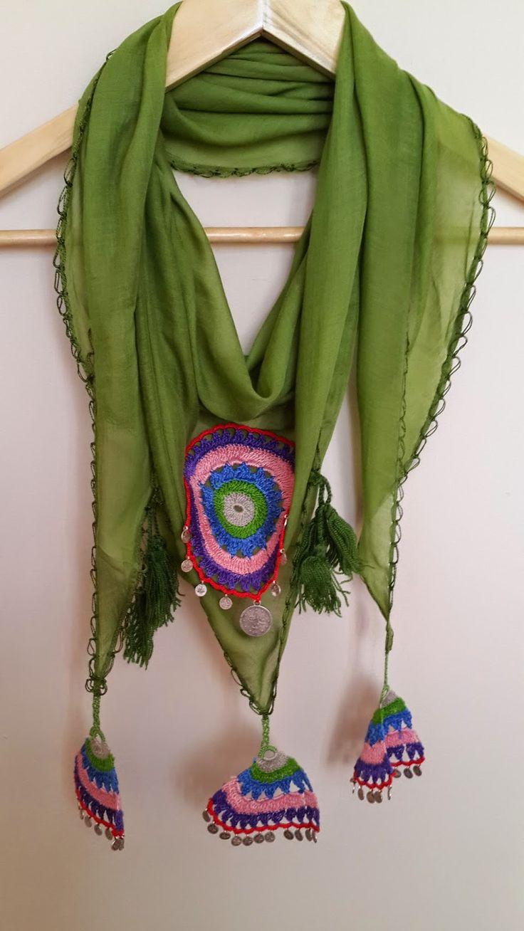 Merhaba herkese :)  Fular en sevdiğim aksesuarlardandır.Türk motifleri,iğne oyalarıyla süslü olanlar da en beğendiklerimdir.İğne oyalarından...
