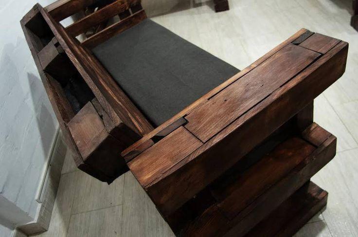 Вы любите комфорт? Вам нравится оригинальная мебель? Тогда этот диван не может Вам не понравится Натуральное дерево и мягкие подушки для Вашего удовольствия Для заказа ждем Вашего звонка по номеру 0633561853 или сообщения в Директе