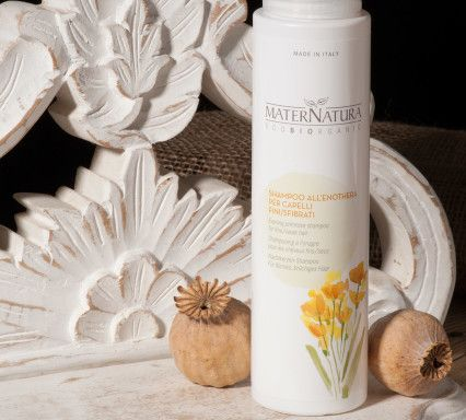 Maternatura eco-bio cosmetici Evening primrose shampoo for fine and weak hair. The formulation rich in evening primrose oil, aloe, herbal extracts and essential oils makes a good action fortifying and nourishing the hair, to give strength, volume and shine.