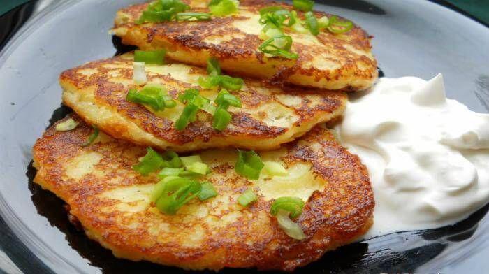 Картофельные оладьи, приготовленные по этому рецепту, получаются очень нежными. И поэтому их любят все, включая детей, которых не так просто накормить