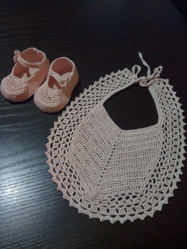 Bavaglino e scarpette bimba - Graziella Germano
