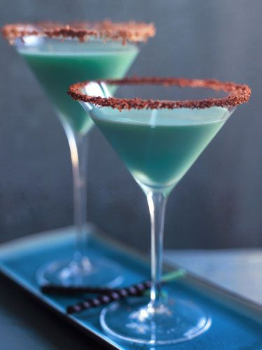 1 1/2 oz white creme de cocoa 1 oz vanilla vodka 1 oz light cream (or half-and-half) 1/2 ounce green creme de menthe chocolate stick, for garnish chocolate shavings or sweetened chocolate powder, for martini rim For chocolate rim, wet the martini glass rim with white creme de cacao. Dip into sweetened cocoa powder or chocolate shavings several times to ensure coverage. Set aside. Combine the white creme de cacao, vodka, light cream, and green creme de menthe in a cocktail shaker filled with…