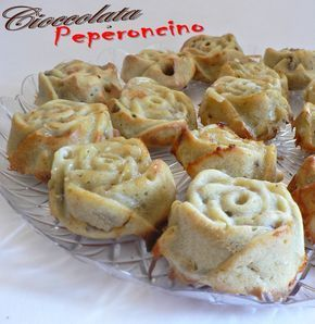 Un gusto deciso e inconfondibile quello di questi deliziosi muffin gorgonzola e noci: un connubio idilliaco per tutti gli amanti di questo formaggio.