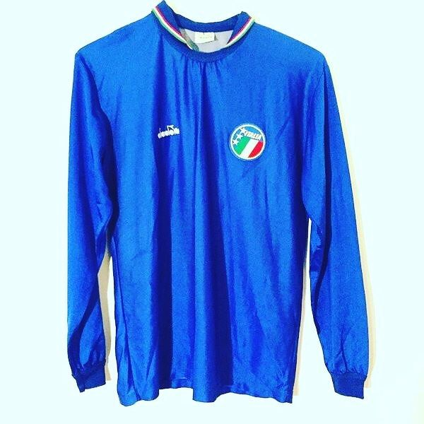 1988 Italy long sleeve football shirt L 10% off today #football #footballshirt #footballshirtcollective #diadora #italy #italyfootball #vintagefootball #classicfootball