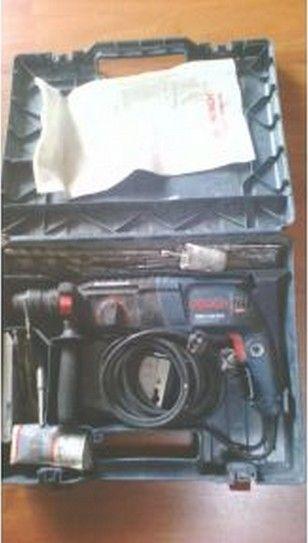 Marteau perforateur burineur BOSCH professionnel GBH2-26-DFR SDS vitesse à vide 0-900 tr/minnombre de chocs 0-4000 tr/minpuissance de frappe 2,7 Jpuissance 230V-800Wperçage dans le béton 26mmadaptateur forets queue lisse max 13 mmmèches Hilti 4 taillants fournies : 6-8-10, autres sur demande (forets longs, cloches, ...)