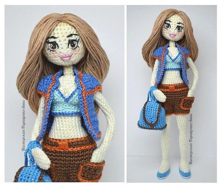 Не успела куколка одеться,  как уже нашла себе дом. Кстати,  вся одежда СНИМАЕТСЯ,  волосы можно расчесывать и заплетать.  Рост 21 см. #dolls #dollphotography #doll #handmade #handmadedoll #collectiondoll #crochet #crocheting #knit #knitting #knitstagram #amigurumitoy #animedoll #anime #girls #girl #art #zhlobin #minsk #belarus #weamiguru #miniature