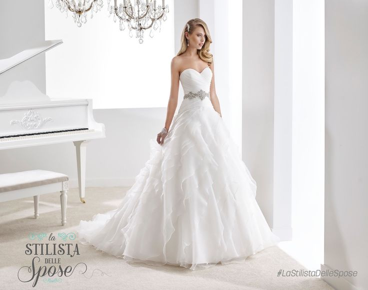 Episodio 3 - Aleandra, amore e purezza! Wedding princess Jolies dress 2016 collection. http://nicolespose.it/it/abito-da-sposa-Jolies--JOAB16410-2016 #Jolies #Nicole #collection #nicolespose #alessandrarinaudo #wedding #flower #jewel #abitidasposa #bianco #white #weddingdress #sposa #bride #brides #bridal #LaStilistaDelleSpose #realtime