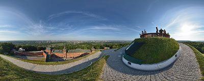 Pod szczytem Kopca Kościuszki - widok na Kraków i siedzibę radia RMF FM.