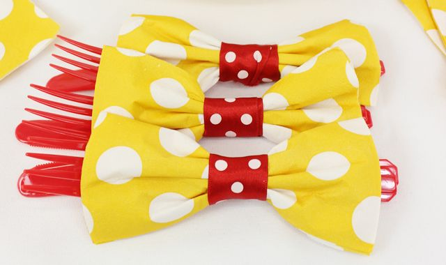 Learn a quick and easy party trick - bow tie napkin folding. It's easy to do, looks great and you could even get the kids to do it!