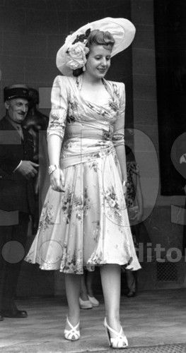 Eva Peron (Evita) in Paris during the official visit of her husband argentinian president JuanPerron in France for signature of french-argentinian commercial treaty, in july 1947