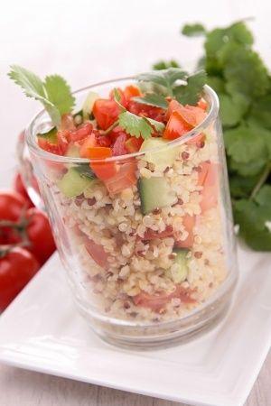 TABULÉ DE QUINOA: La receta y los beneficios de la quinoa http://www.allegraservices.com/blog/tabule-de-quinoa-la-receta-y-sus-beneficios/