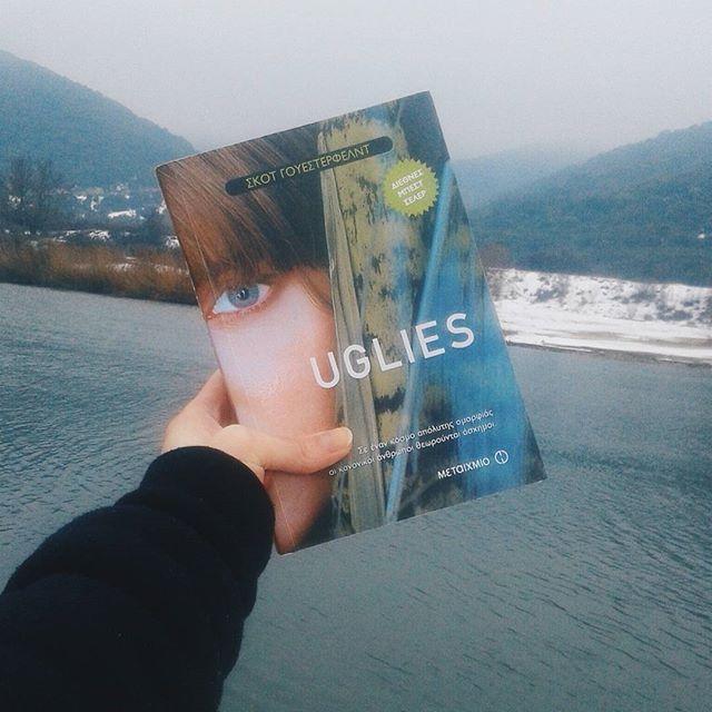 Τι γίνεται όταν σε έναν κόσμο που επικρατεί η απόλυτη ομορφιά οι κανονικοί άνθρωποι μοιάζουν άσχημοι? Νέο βιβλίο με υπέροχη θέα!  Να σέβεστε και να αγαπάτε τη διαφορετικοτητα σας! ;) ♥ @metaixmio . . . #angiekariofilli #greece🇬🇷 #greekyoutube #greeks #naturelovers #nature #book #bookstagram #books #maitexmio #greekblogger #greekbeautyblogger #greekigers #igersgreece #igersgr #ig_greece #igers #iger