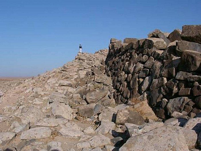 Access ramp to Qal'at al-Rahiyya (Syria), looking to the northwest. Photo taken from the CNRS website