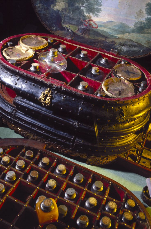 Врачи и их принадлежности.14-19 век Медицинский сундучок.Генуя.16 век. A physician and a surgeon attending to a woman patient. Oil painting by Mathijs Naiveu. 1727 ------------------Врачи-история--------- ----------…