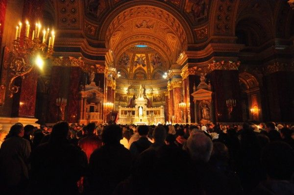 Easter Mass at St.Stephens Basilica in Budapest, Hungary