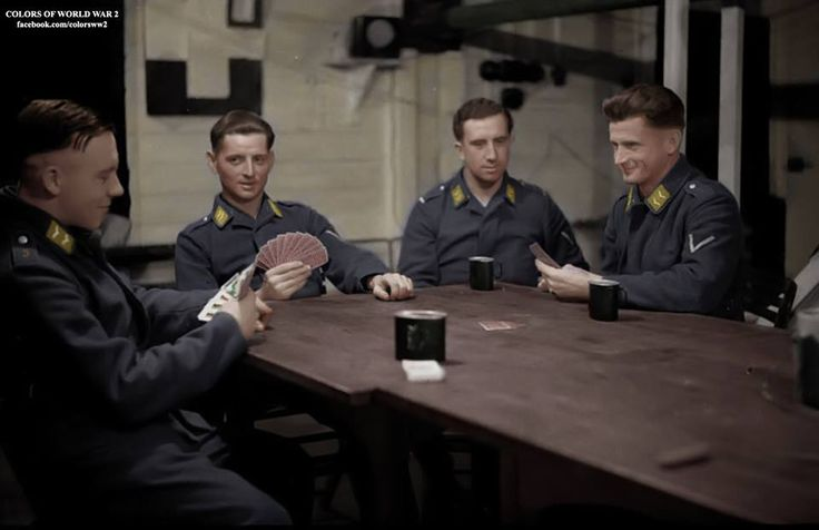 Luftwaffe soldiers playing cards