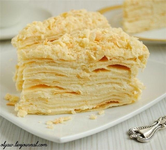 "Торт ""Наполеон"" Ингредиенты: тесто на торт диаметром 20-22 см. 200 мл. холодного молока 120 гр. холодного маргарина 1 яйцо 1/4 ч. ложки лимонной кислоты щепотка ванилина 1 ст. ложка коньяка или водки 2.5 стакана муки (стакан=250 мл) крем 2 стакана молока (стакан 250 мл.) 2 яйца 200 гр. сахара 1 пакетик ванильного сахара 2 ст. ложки кукурузного крахмала (без горки) 200 мл. сливок 33% 1 пакетик закрепителя сливок"