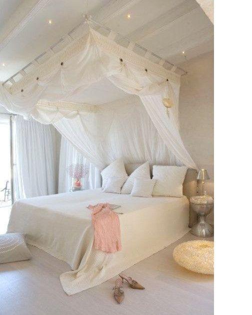 17 meilleures id es propos de lits baldaquins sur pinterest lits baldaquin des filles. Black Bedroom Furniture Sets. Home Design Ideas