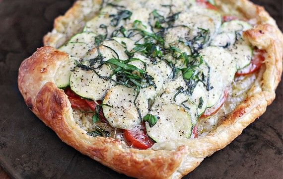 Ooooohh...definitely making this...Meatless Monday: Tomato, Zucchini and Vidalia GaletteMeatless Mondays, Food And Drink, Ezra Pound, Puff Pastries, Vidalia Galette, Tomatoes Zucchini, Onions Galette, Pound Cake, Heirloom Tomatoes