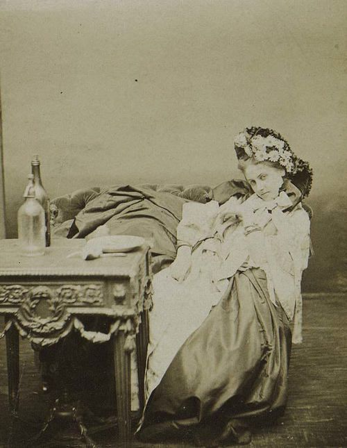 Pierre-Louis Pierson, 1867 -  La Comtesse Castiglione.à table
