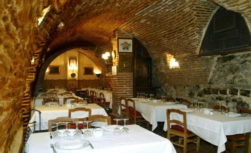 Sobrino De Botn Calle Los Cuchilleros 28005 Madrid Spain Is The Oldest Restaurant In World Open Since Artist Goya Once Worked There As A