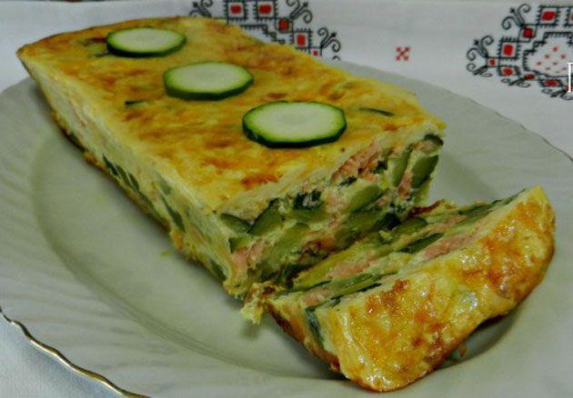 Invisible de courgettes au saumon léger, un délicieux gâteau salé, facile et simple à faire pour un repas léger et rapide.