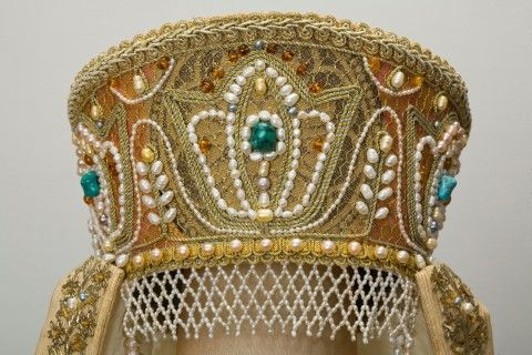 the ancient beauty of Russia-feminine embellishment and amulets.Suit of the russian princess