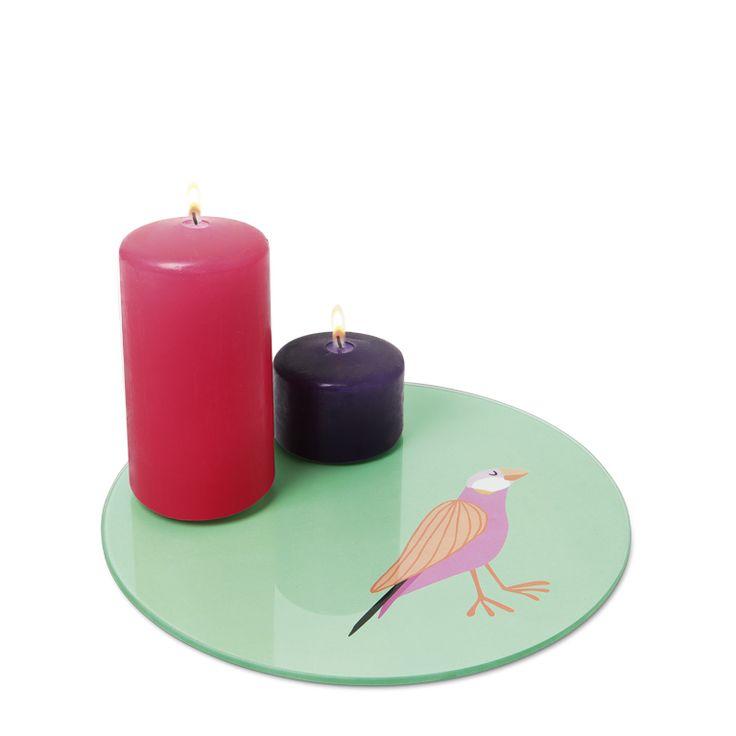 Δίσκος με χρώμα και ανοιξιάτικη διακόσμηση.