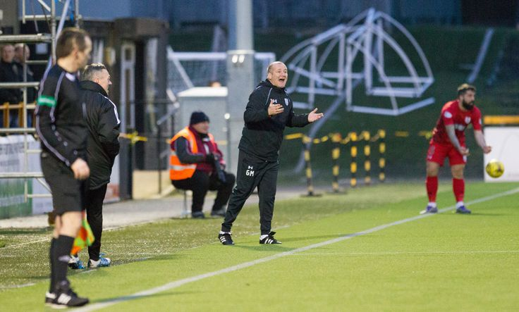 Queen's Park's coach Gus MacPherson in action during the Ladbrokes League One game between Alloa Athletic and Queen's Park