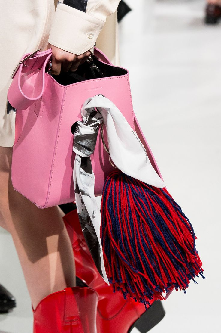 Calvin Klein at New York Fashion Week Spring 2018 - Details Runway Photos