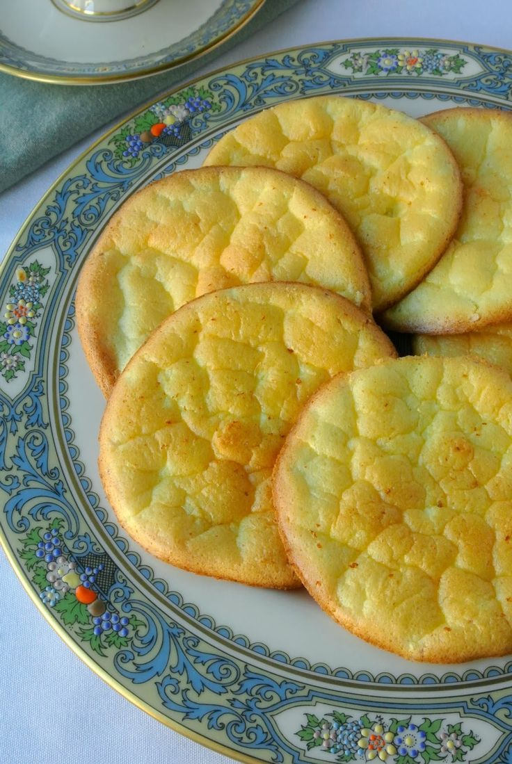 Low carb cloud bread: with cottage cheese instead of cream cheese