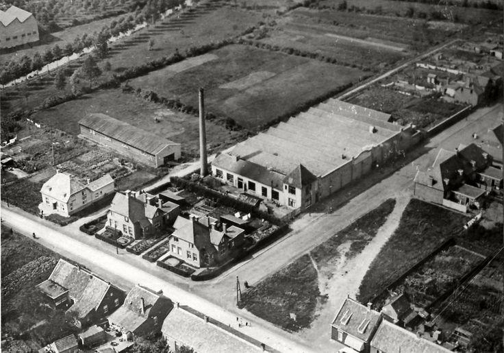 """NV Wollendekenfabriek """"Nederland"""", in 1923 aan de Ter Borghstraat. Fotobijdrage: Heemkundekring 'De heerlijkheid Heeze - Leende - Zesgehuchten'"""