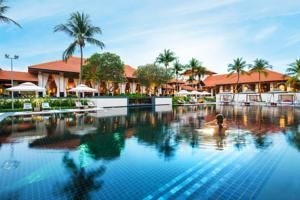 Spread across lush greenery, Sofitel Singapore Resort & Spa offers luxurious resort-styled accommodation with sweeping views of the sunset at Sentosa...