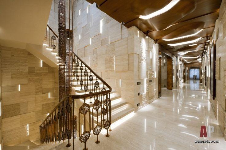 Фото интерьера лестничного холла в стиле авангард Дизайн интерьера, гостевой загородный дом, архитектура