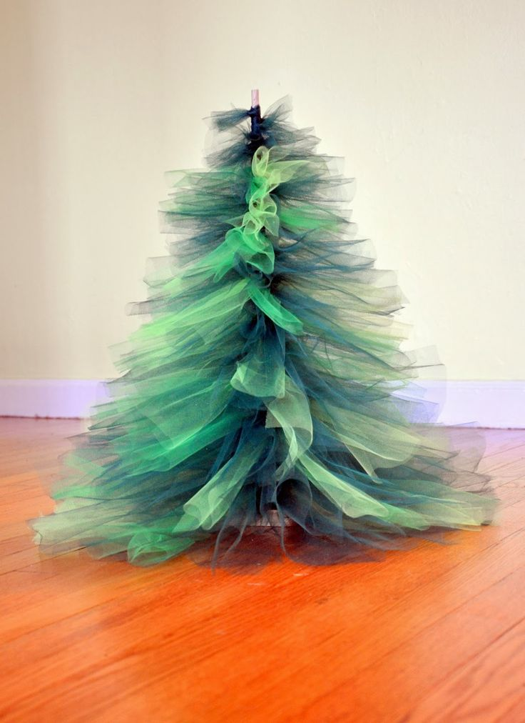 Dancin' With A Dolly: DIY: Tulle Christmas Tree