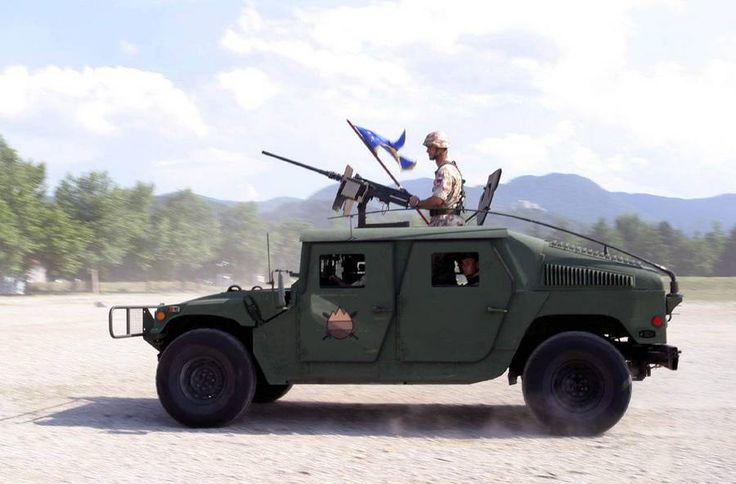 Σλοβενικό όχημα Hummer (μέσω slovenskavojska.si) | A Slovenian Hummer vehicle (via slovenskavojska.si)