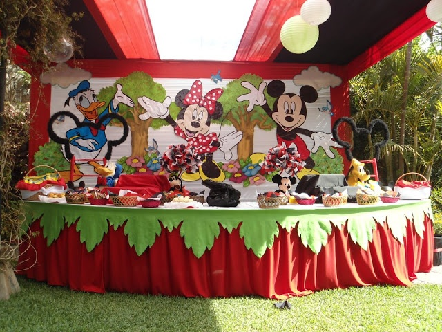 Decoracion de minnie mouse y mickey mouse en fiesta - Fiesta cumpleanos infantil en casa ...