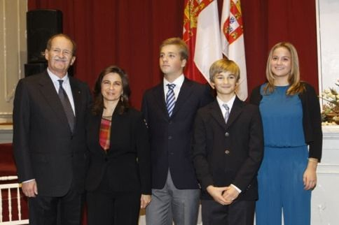 12-23-13.  Noblesse & Royautés:  Duke and Duchess of Braganza with their children Prince Alfonso, Prince Dinis and Princes Maria Francisca