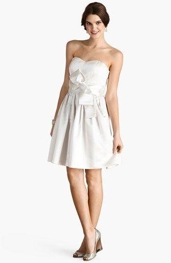 <b>Tantos vestidos lindos para escolher.</b>
